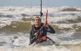 introductie les kitesurfen leer kitesurfen vanaf het begin in je beginners les in zandvoort Kitesurfschool Zandvoort, Schellinkhout, Muiderberg, Medemblik VDWS & IKO