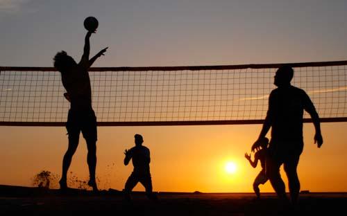 Volleyballen is altijd leuk! zeker in zandvoort. kom snel met je groep Volleyballen in Zandvoort