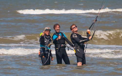 Kitesurf met je groep vrienden of bedrijf in Zandvoort de activiteit voor alle groepen. Kitesurfen Zandvoort