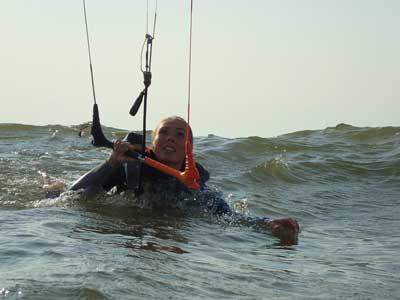 introductie kitesurfles in zandvoort leer kitesurfen vanaf het begin in je beginners les in zandvoort Kitesurfschool Zandvoort,