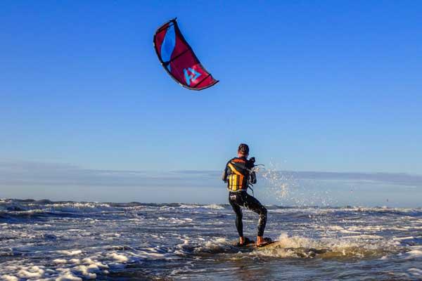kitesurfles 3 daagse in zandvoort aan zee leer je op en neer varen op een veilige manier