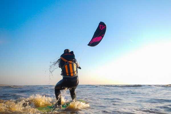 kitesurfles 5 daagse in zandvoort. boek nu je kitesurfles in zandvoort aan zee en leer op zee varen